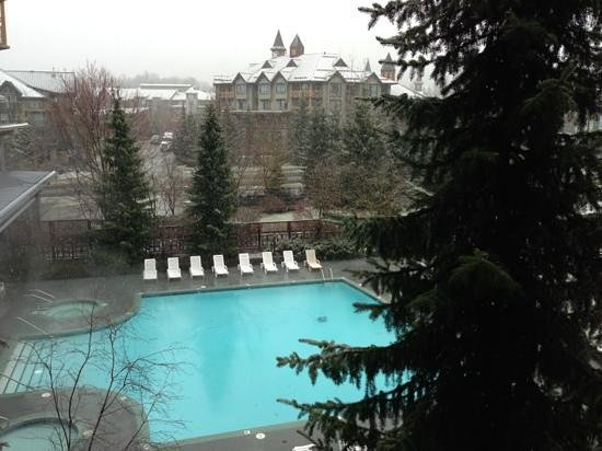 Whistler Cascade Lodge: pool