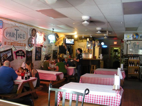 Brady's Backyard Barbecue: Fun, eclectic interior