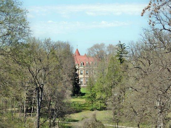 Grant's Farm: the busch mansion thru the trees