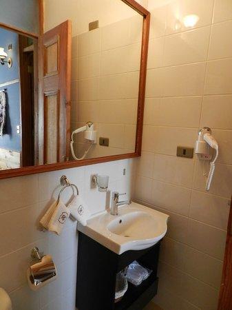 RC Deco Art Hotel Boutique: Room 1005 Bathroom