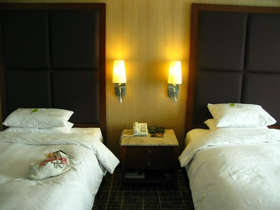 Lotte Hotel Busan: Deluxe twin. Very comfortable beds