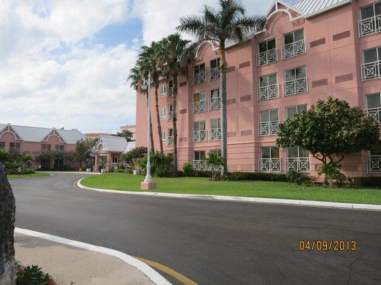 Comfort Suites Paradise Island: Hotel Entrance