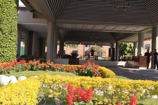 Crowne Plaza Kathmandu-Soaltee: jardin