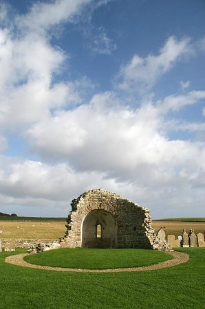 Orphir, UK: St. Nicholas church ruins, Earl's Bu