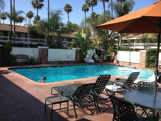 BEST WESTERN PLUS Carriage Inn: Pool 2
