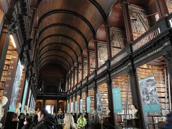 Trinity College Campus: amazing library