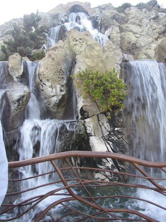 Madonna Inn: waterfall above pool