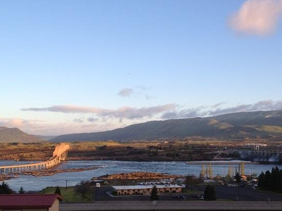 Celilo Inn: morning view of the Columbia from room 42