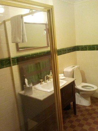 Victoria House Motor Inn: Bathroom