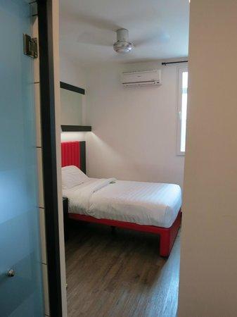 Tune Hotel Kuala Lumpur: room