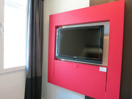 Tune Hotel Kuala Lumpur: tv looks ok if you opt in for it