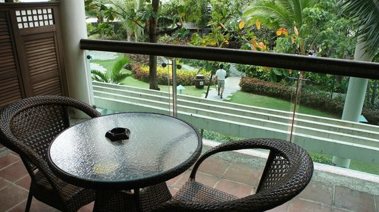 Camayan Beach Resort and Hotel: Coffee table