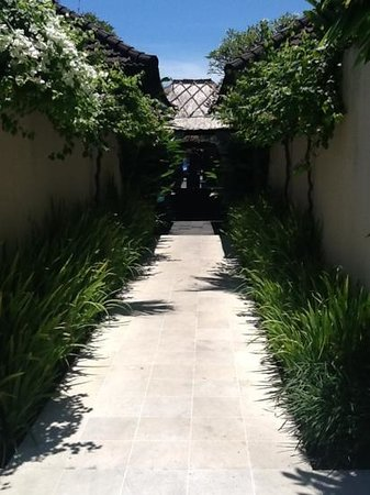 Uma Sapna: Walkway to rear Villas