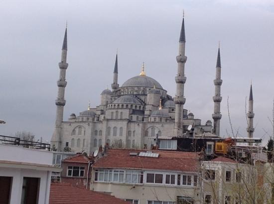 Azade Suites: голубая мечеть- вид с террасы