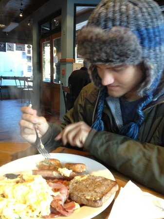 Kai Whakapai Cafe and Bar: Kai Size Breakfast