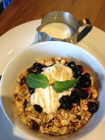 Kai Whakapai Cafe and Bar: Muesli Bowl
