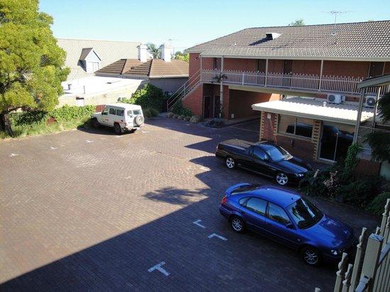 Footscray Motor Inn: Off Street Parking