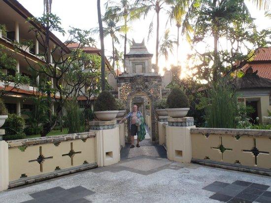 The Tanjung Benoa Beach Resort - Bali: Gardens and ponds