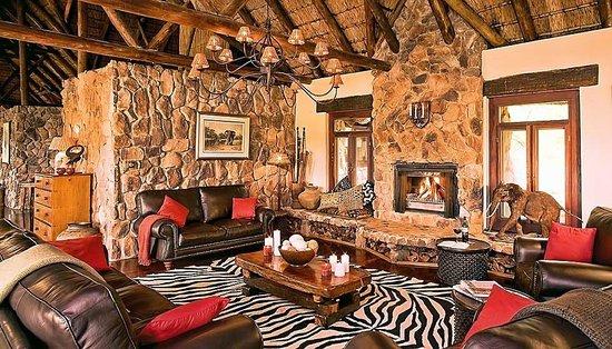 Pitse Lodge: Lounge