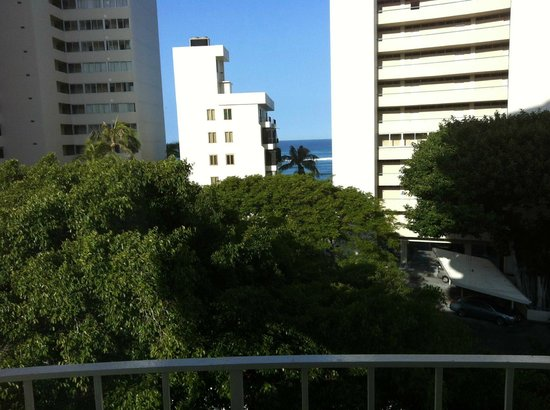 Lotus Honolulu at Diamond Head: Ocean View from 6th Floor Room