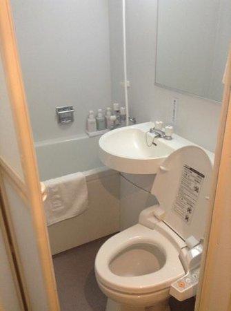 Hotel Shinbashi Sanbankan : 浴室