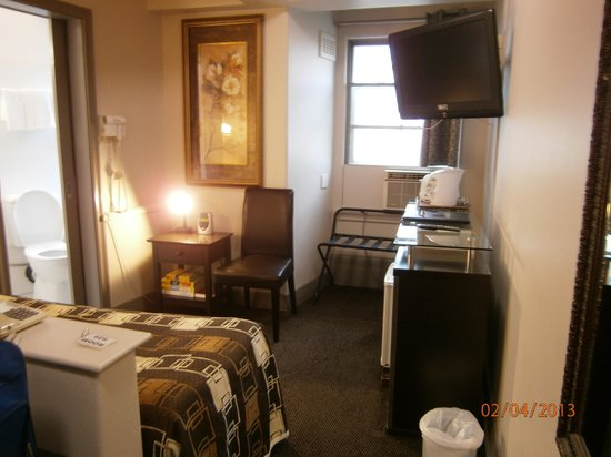 Econo Lodge City Square Motel: Habitación