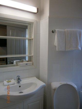 City Square Motel: Baño