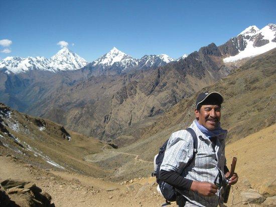 Choquequirao: 6° dia la Cordillera del Urubamba -al fondo hay sitio.