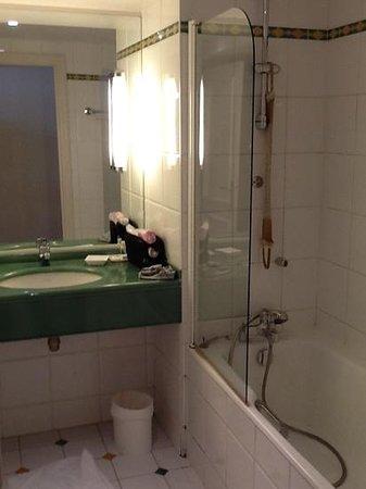 Hotel Etats-Unis Opera: bathroom