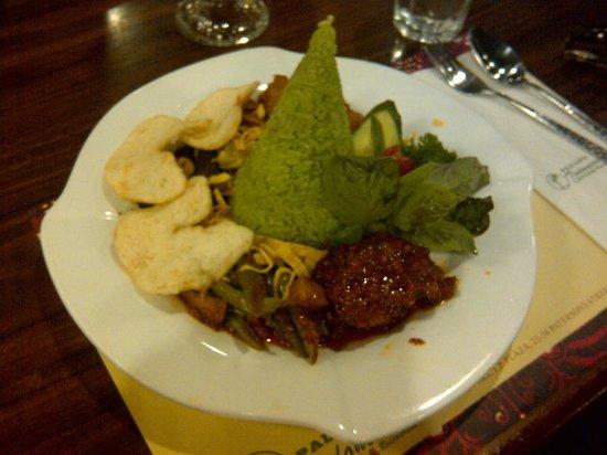 Padang Restaurant : Nasi Ijo (green rice)