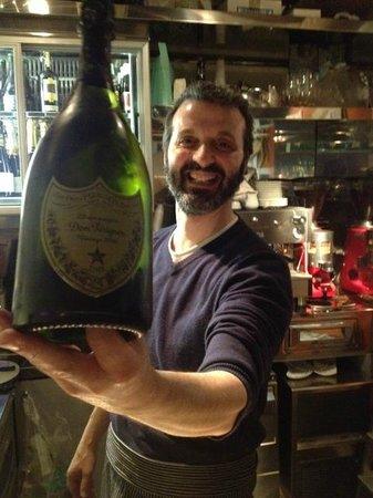 Champagneria Orvieto: Gianluca offers Dom Perignon