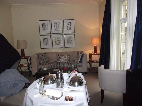 Hotel Amigo: Room service