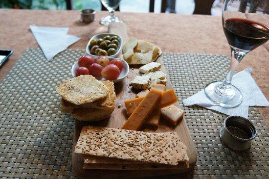 Cafe San Rafael : チーズ盛り合わせ