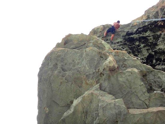 Spidermonkey Climbing : HIn Tak, last pitch over-hang