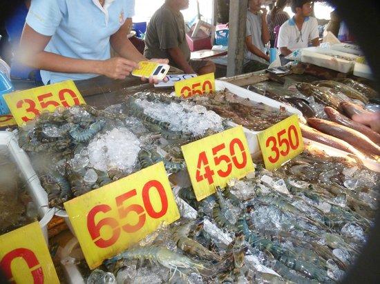 Chalong Beach Hotel and Spa: рыбный рынок