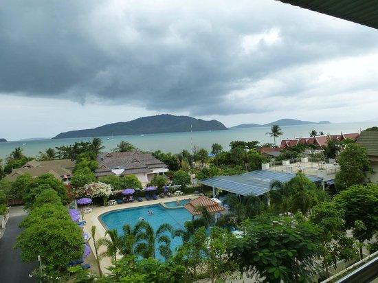 Chalong Beach Hotel and Spa: вид из номера