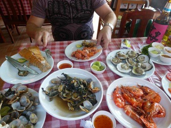 Chalong Beach Hotel and Spa: набрали морепродуктов, приготовили в ресторане