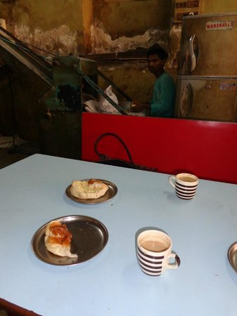 Yazdani Bakery: hot buns and sweet coffee