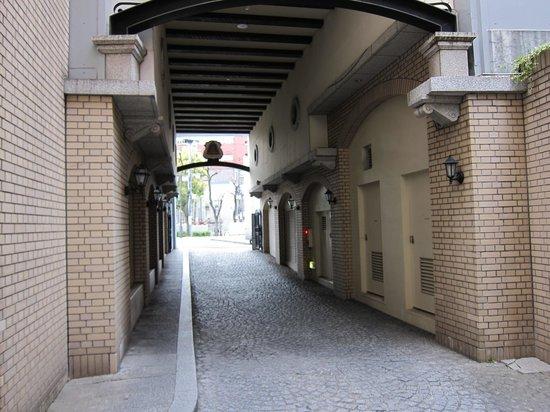 Hotel Monterey Kobe: モントレ神戸・・・ホテル入口アプローチ