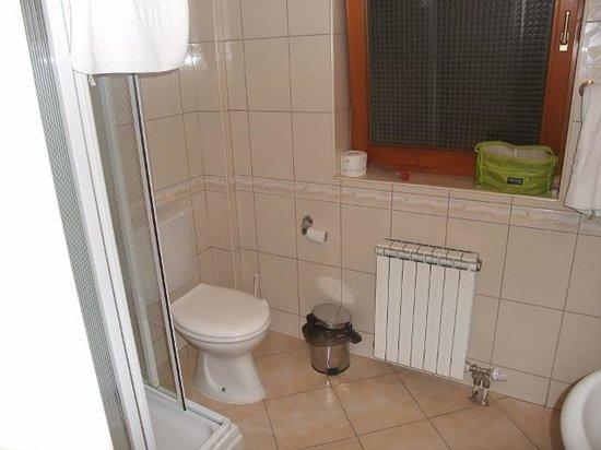 Skopje Hotel Tim's: bathroom
