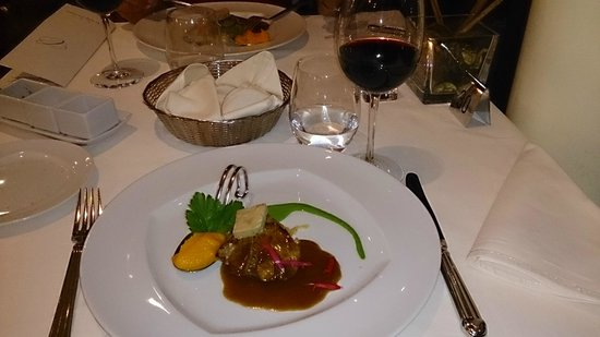 Quinta Das Vistas Palace Gardens: The veal melted like butter in my mouth