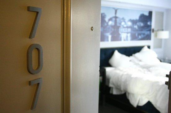 The Roger: Habitación 707