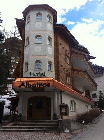 Hotel Albatros: the building