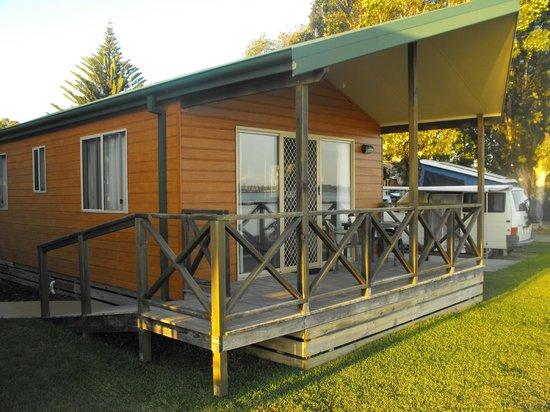 BIG4 Batemans Bay at Easts Riverside Holiday Park: 1 Bedroom Waterside Cabin