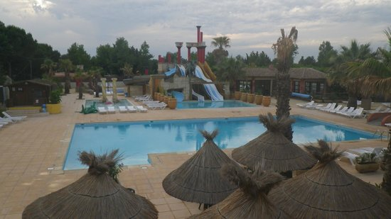 Yelloh! Village Mer et Soleil : la piscine vue du restaurant