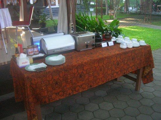 Pan Family Hotel: DIY breakfast