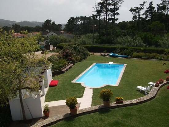 Villas Praia Grande: Pool and garden