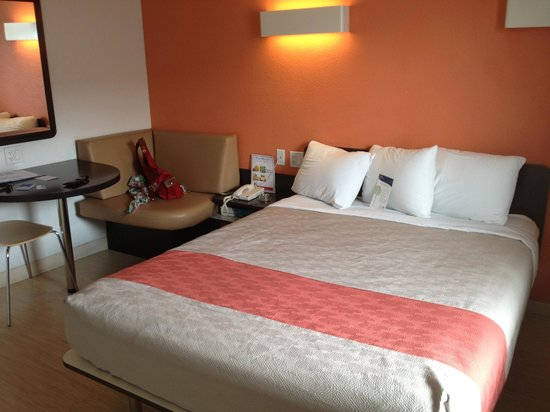 Motel 6 Las Vegas - Tropicana: Modernisierter Raum