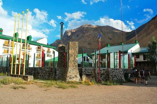 Ayelen Hotel de Montana: Entering the hotel.