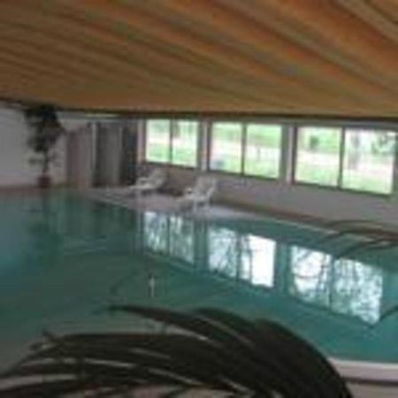Piscina coperta riscaldata con acqua a 28 foto di hotel - Hotel con piscina coperta e riscaldata ...